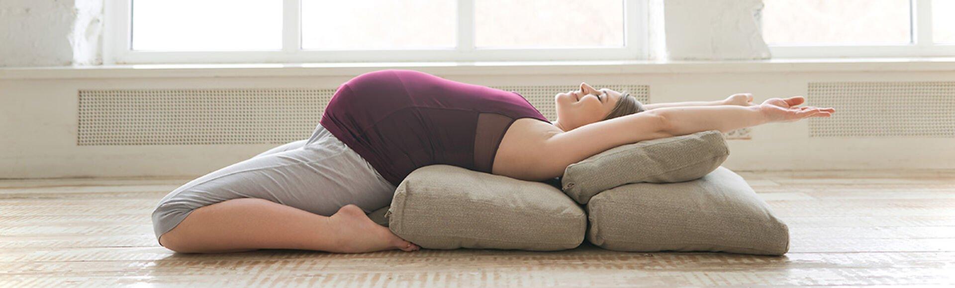 Beneficios del yoga en tu embarazo  Más Abrazos by Huggies