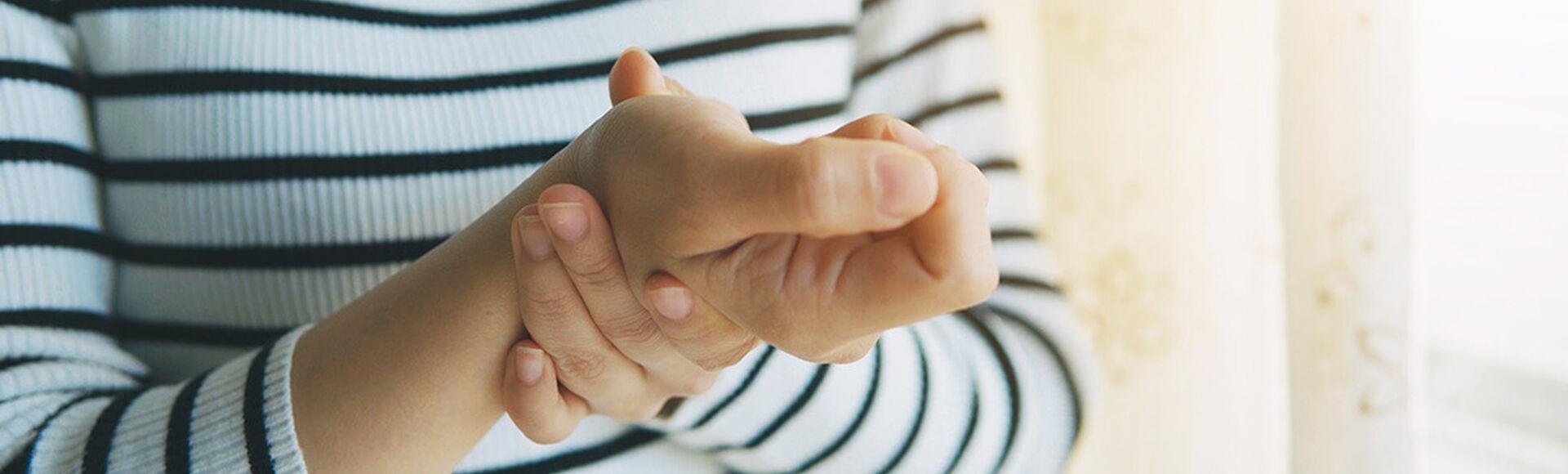 ¿Cómo aliviar el dolor en las manos en el embarazo?   Más Abrazos by Huggies